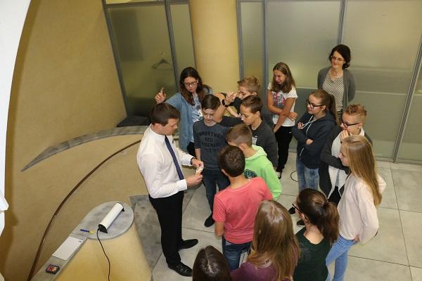 Wallersteiner Schüler besuchten im die Geschäftsstelle Nördlingen