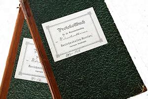 Handschriftlich waren die Aufzeichnungen und Protokolle der Genossenschaft in Wörnitzostheim. Die Bücher sind heute im Archiv der RVB Ries gelagert.