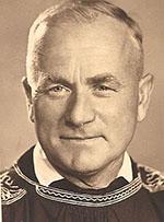 Im traditionellen Rieser Kittel: Rechner Michael Dollmann